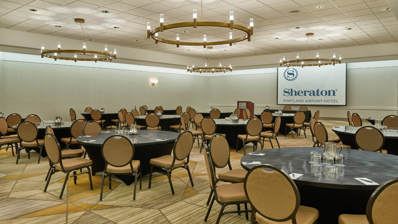 Round Table Set Up | Sheraton Portland Airport Hotel